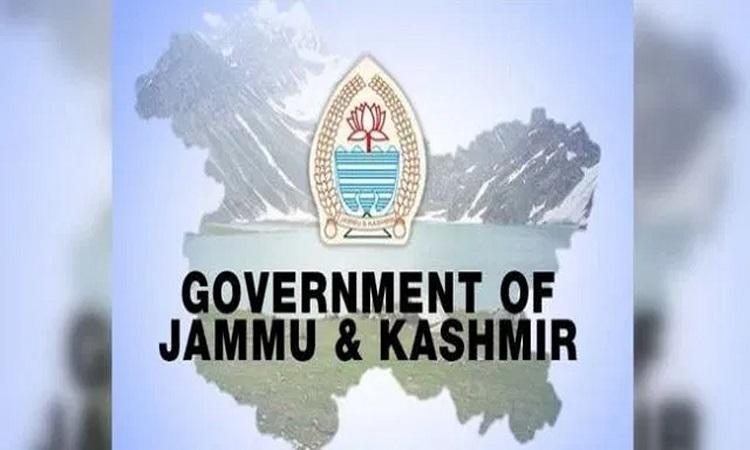 जम्मू-कश्मीर सरकार की बड़ी कार्रवाई, आतंकियों के मददगार 6 सरकारी कर्मचारियों को किया बर्खास्त