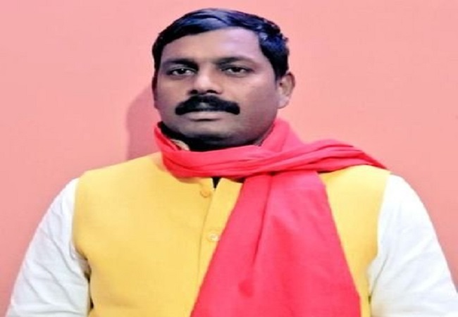 Lucky Yadav jeevan Parichay : बाहुबली को पटखनी दे लकी यादव ने सपा के किले को बचाया, बने पहली बार विधायक