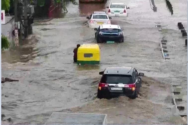 Delhi-NCR में बारिश ने तोड़ा 121 सालों का रिकॉर्ड, मौसम विभाग ने की ये भविष्यवाणी