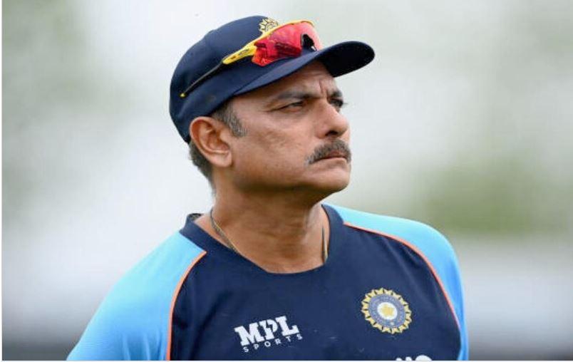 टेस्ट मैच के बीच Team India को बड़ा झटका, हेड कोच रवि शास्त्री को इस वजह से छोड़नी पड़ी टीम