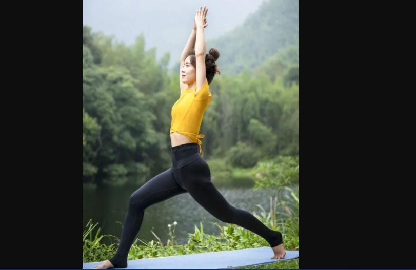 Surya Namaskar : इस योग में छिपे हैं 12 आसन, सिर्फ सूर्य नमस्कार से आप घटा सकते हैं अपना वजन