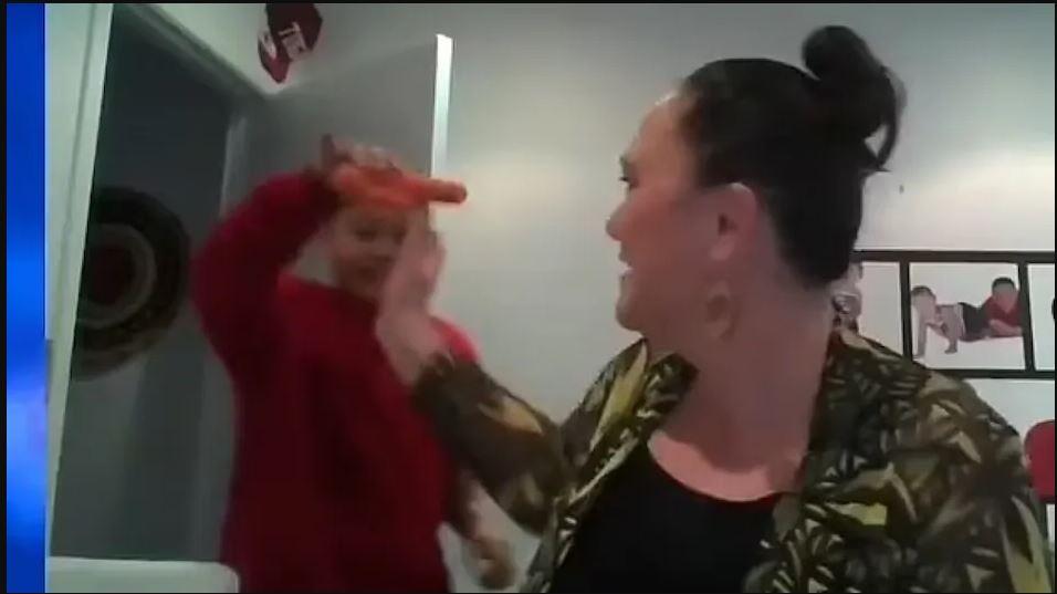 Viral Video : मंत्री के इंटरव्यू में बेटा कैमरे पर दिखाने लगा गाजर, जानें आगे फिर क्या हुआ?