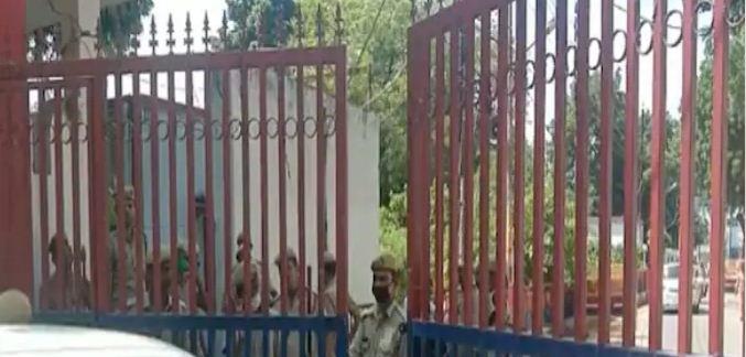 Mahant Narendra Giri Death: आनंद गिरि को लेकर प्रयागराज पहुंची पुलिस, कई अन्य लोग भी रडार पर
