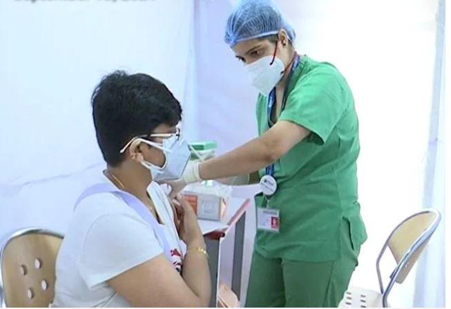 भारत में दिसंबर तक 43 फीसदी आबादी का होगा पूर्ण टीकाकरण, 75 करोड़ से ज्यादा covid vaccine लगी