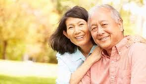 महामारी के दौरान बुजुर्गों की देखभाल करने के 7 तरीके