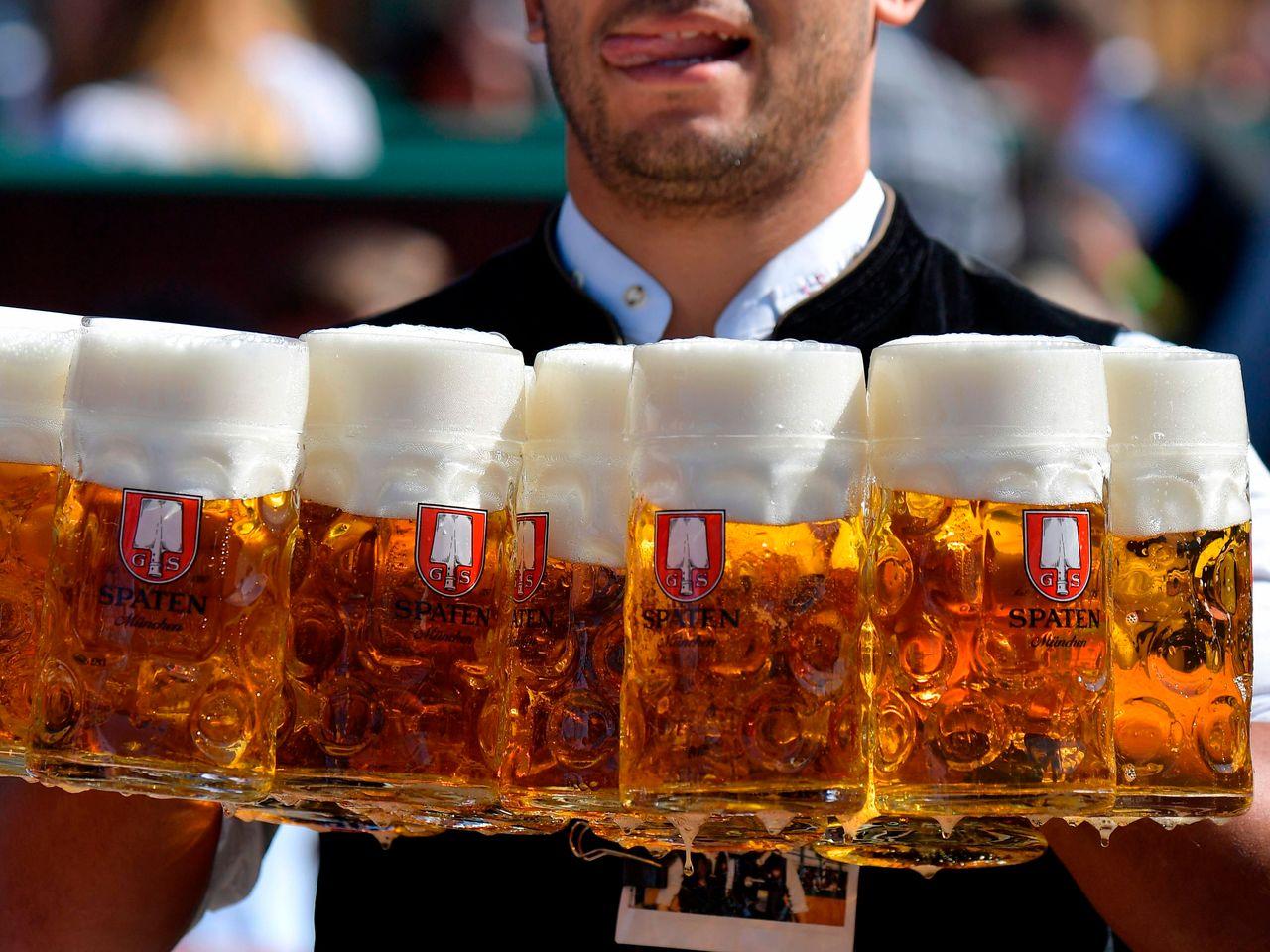 बियर पीने वालों के लिए हैप्पी न्यूज़, दूध से ज्यादा फायदेमंद होती है BEER… जाने कैसे ?