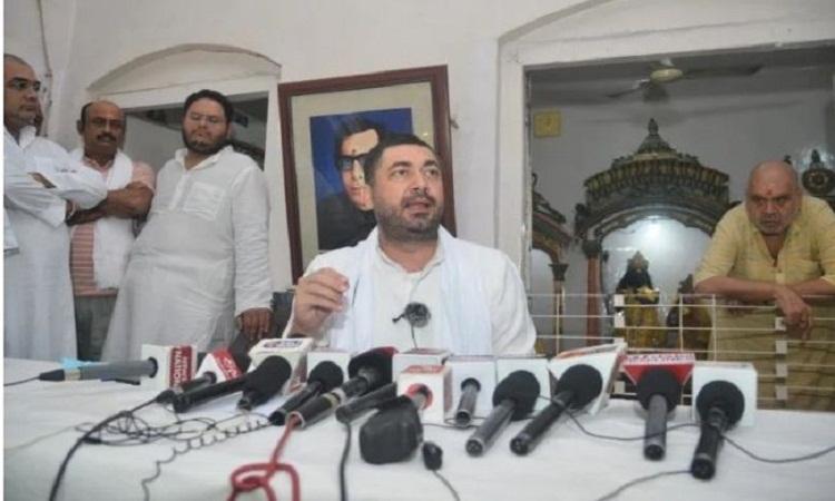 UP Election 2022: कांग्रेस को चुनाव से पहले बड़ा झटका, ललितेश पति त्रिपाठी ने पार्टी छोड़ने का किया ऐलान