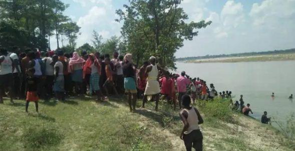 Bihar News: मोतिहारी में बड़ा हादसा, 25 लोगों से भरी नाव नदी मेें पलटी, एक का शव निकाला गया बाहर