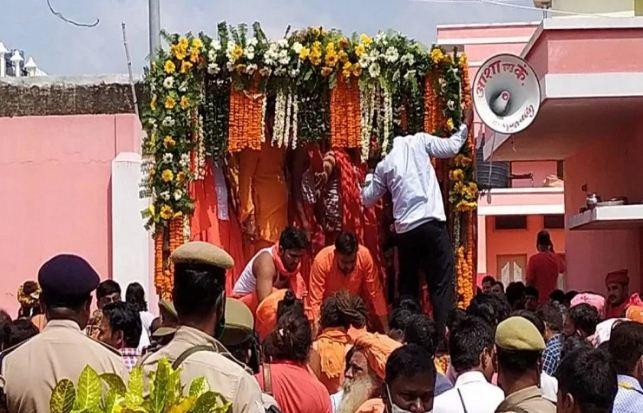 Mahant Narendra Giri Death: महंत नरेंद्र गिरि का हुआ पोस्टमार्टम, 12 बजे दी जाएगी भू समाधि