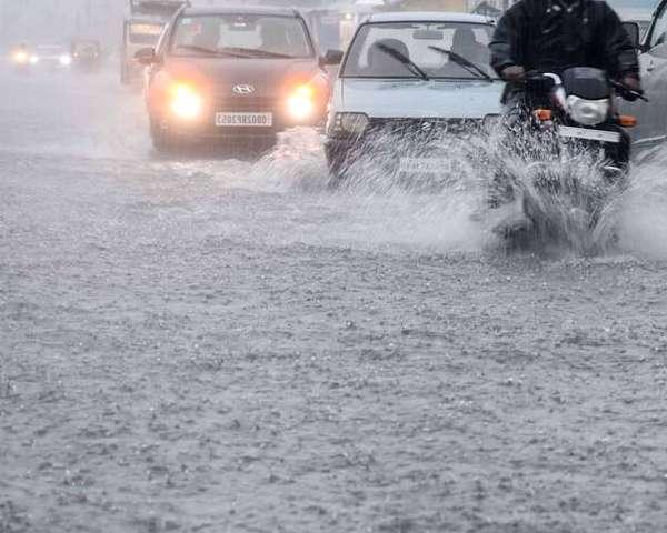 Weather Alert: इन राज्यों में भारी बारिश की संभावना, मुंबई में हुई भारी बारिश से हुआ जल भराव