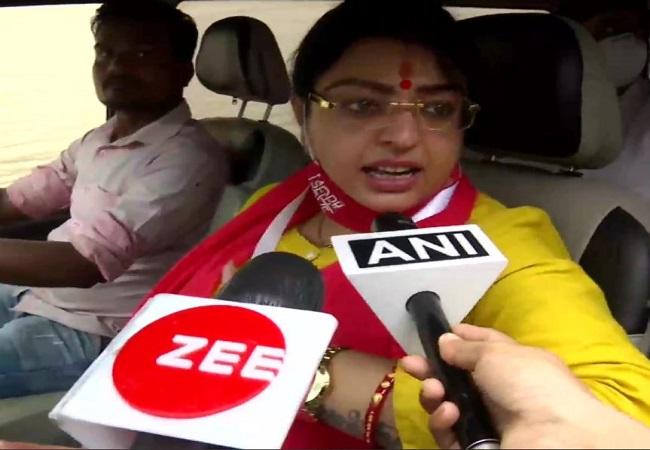 Bhawanipur by-poll live : भवानीपुर में सुबह 9 बजे तक 7.59 फीसदी वोटिंग, बम फेंकने का आरोपी TMC नेता गिरफ्तार