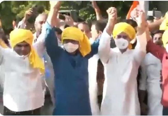 भाकपा नेता कन्हैया कुमार और गुजरात के निर्दलीय विधायक जिग्नेश मेवानी ने थामा कांग्रेस का हाथ