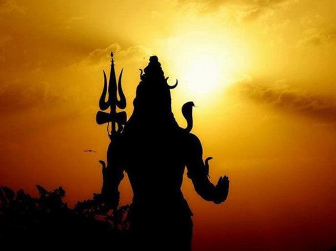 Astrology: आखिर भगवान शिव को क्यों कहते हैं महादेव, जाने इसके पीछे का पौराणिक रहस्य