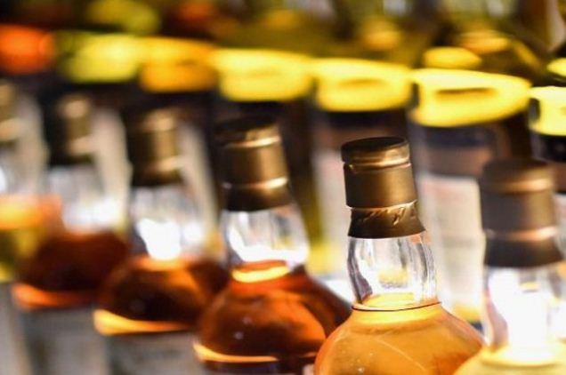 UP: साढ़े चार साल में अवैध शराब के कारेाबार में संलिप्त माफियाओं पर कसा गया शिंकजा