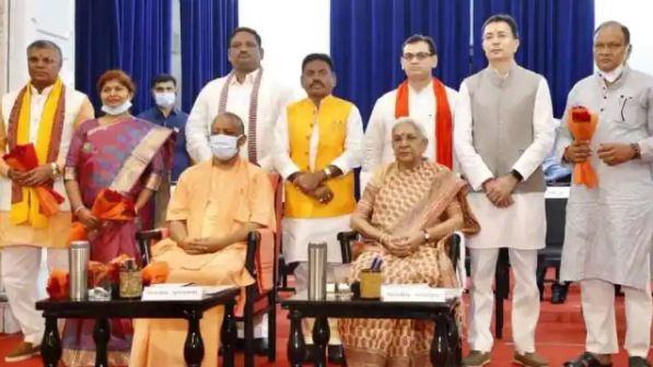 Yogi Cabinet Expansion: चुनावी रणनीति के हिसाब से हुआ कैबिनेट विस्तार, ओबीसी, दलित और एसटी वोटरों पर नजर