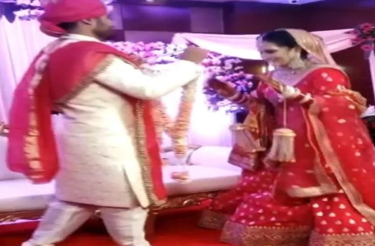Wedding Video: वरमाला से पहले दुल्हन ने किया ऐसा काम, देखते ही महमानों के उड़े होश