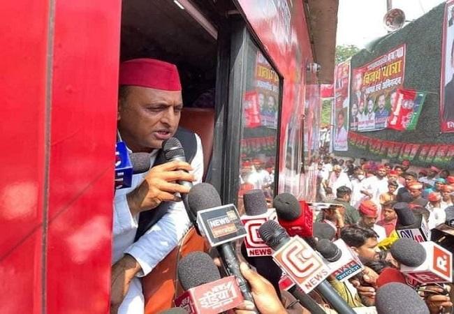 BJP को अगर सत्ता से नहीं हटाया गया तो संविधान को भी टायरों से कुचल देंगे : Akhilesh Yadav