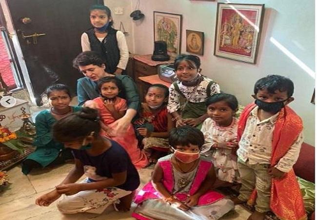 प्रियंका गांधी वाड्रा ने दुर्गाष्टमी पर किया कन्यापूजन, बोलीं-पुरानी यादें हो गईं ताजा