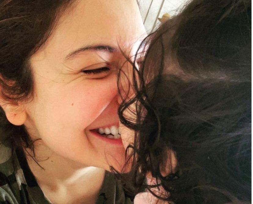 Anushka Sharma ने शेयर की बेटी Vamika की तस्वीर, बोली-'तुम मुझे हर दिन साहसी बनाती हो'