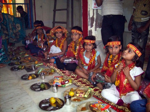 नवरात्रि 2021: यहां बताया गया है आप कैसे कर सकते हैं पारंपरिक कन्या भोज की तैयारी