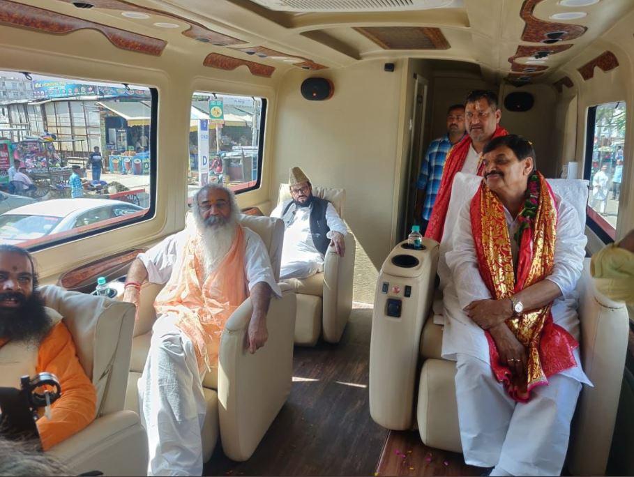 शिवपाल सिंह यादव के रथ पर हुए सवार आचार्य प्रमोद कृष्णम, कांग्रेस को यूपी में बड़ा झटका?
